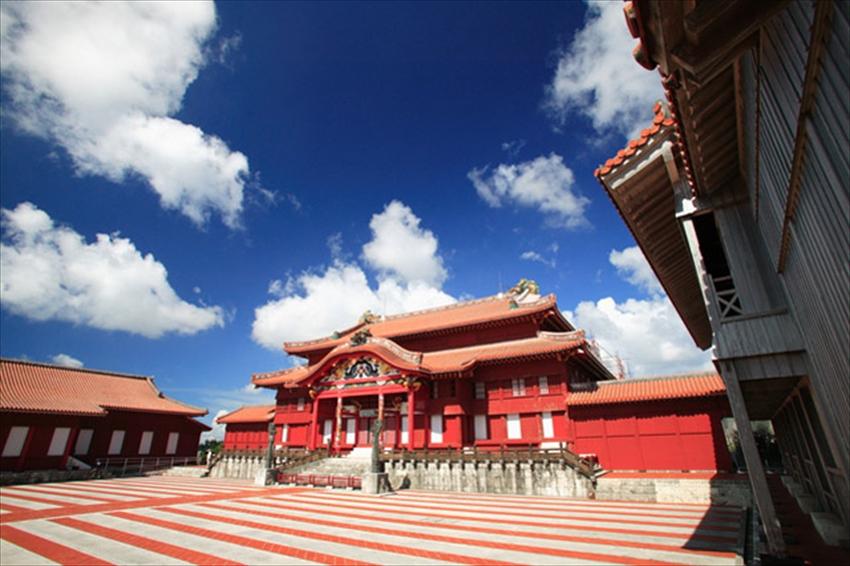 20150724-17-02-Okinawa-visit-Naha